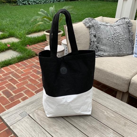 6889e40c70f lululemon athletica Bags | Lululemon Large Black White Tote | Poshmark